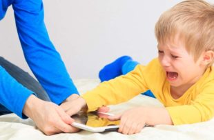 Child struggling to lose tablet